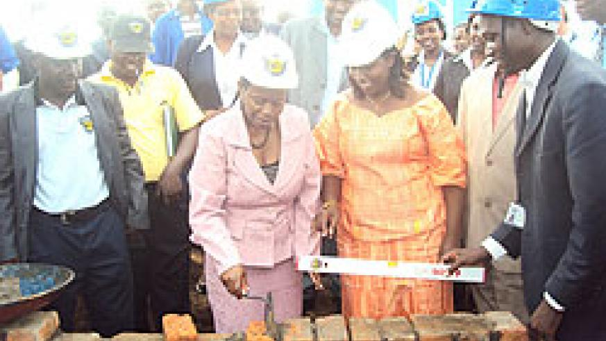 Monique Nsanzabaganwa, Deputy BNR Governor and Governor Odette Uwamariya lay a foundation stone for construction of the central bank's Rwamagana branch.