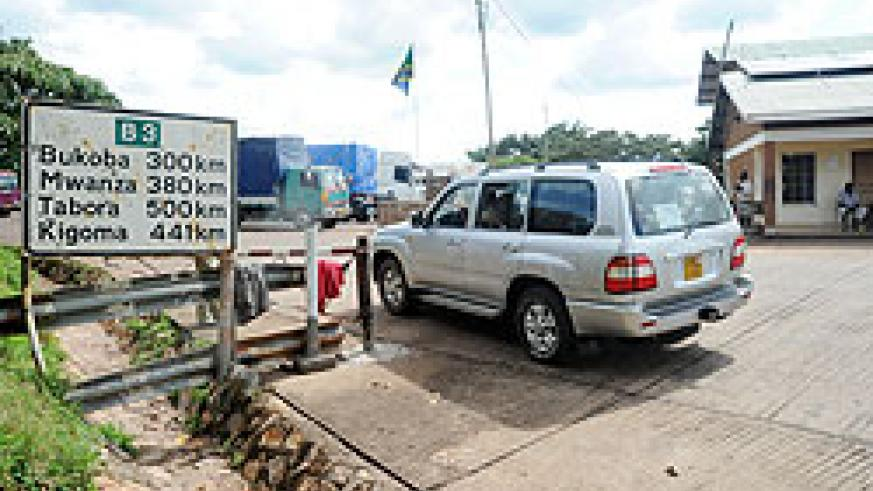 A Rwandan registered vehicle crosses into Tanzania through Rusumo border. Some Rwandans want the EAC to put more emphasis only on economic issues. The New Times / File.