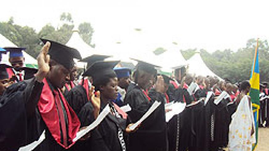 Medical students take the Hoppocratic Oath during the graduation ceremony last Friday. The New Times  / J.P. Bucyensenge