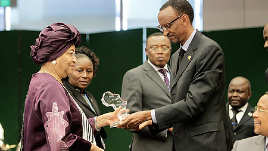 New ALMA Chairperson, Liberia President - Ellen Johnson Sirleaf (L) presents the Malaria  Excellence Award to President Kagame
