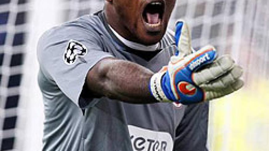 Vincent Enyeama has dropped to the bench at French Ligue 1 club Lille Fc. Net photo