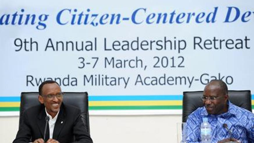 President Kagame (L) with the Prime Minister Pierre Damien Habumuremyi at the Leadership retreat yesterday. The New Times/Village Urugwiro.