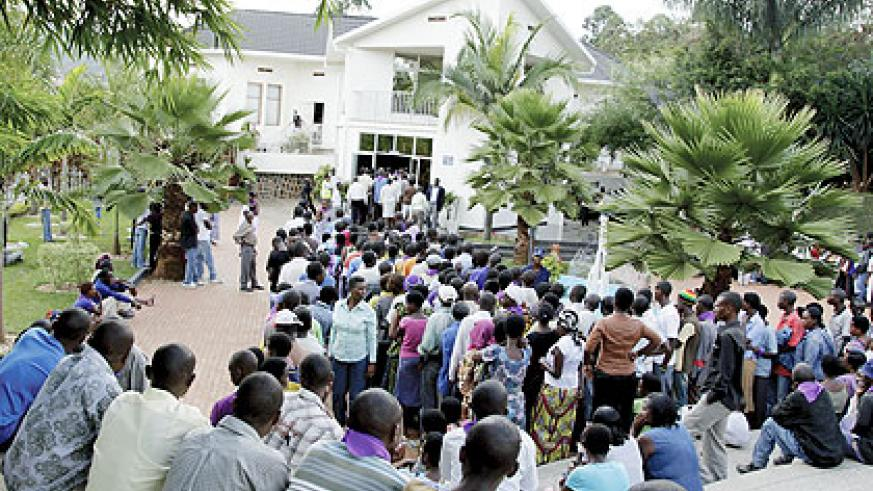 Mourners at the Kigali Memorial Centre yesterday. Rwandans are marking a week-long commemoration period, during which many people visit Genocide memorial sites to pay tribute to the victims of the 1994 Genocide against the Tutsi.  The New Times / Timothy