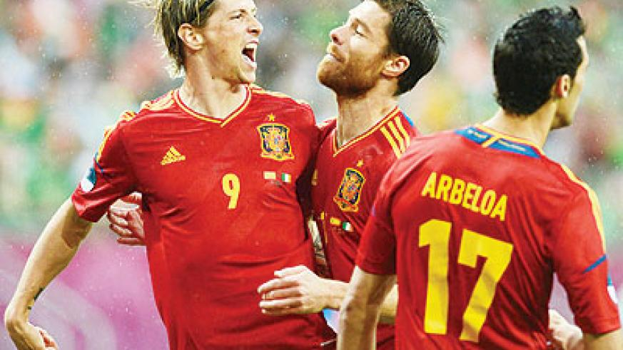 Fernando Torres and team mates Alonso celebrate after Spain took the lead against Republic of Ireland.Net photo.