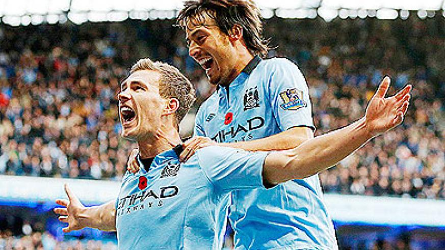 Edin Dzeko (left) and Manc City sit 2 points behind Man United with an unbeaten home EPL record of 35 matches. Net photo.