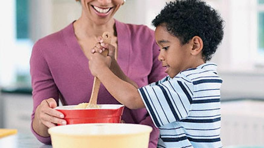 Learn how to bake with your mother's help. Net photo.