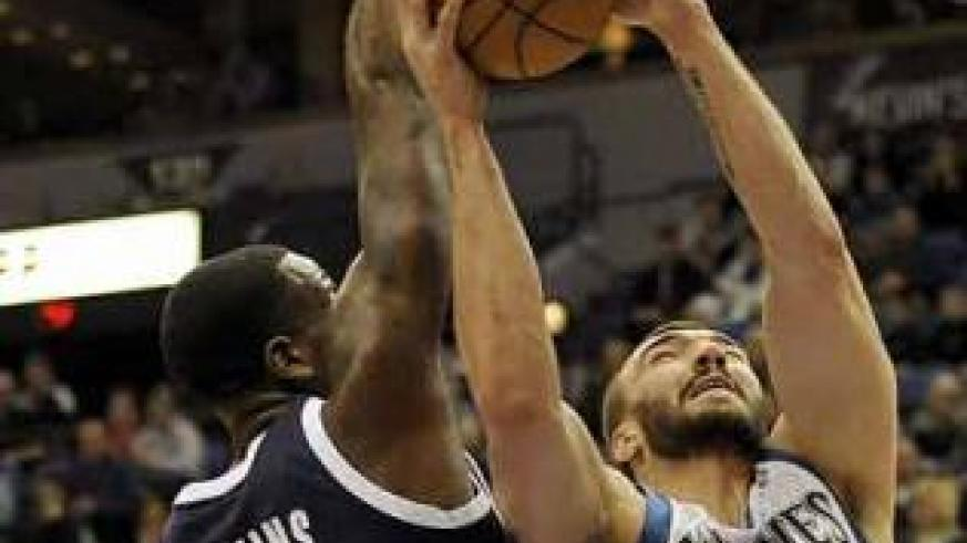 Timberwolves' Nikola Pekovic (14) shoots against Thunder's Kendrick Perkins (5) during the first quarter of an NBA basketball game. Net photo.