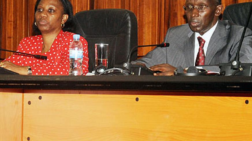 Chief Justice Rugege (R) with his deputy Sylvie Kayitesi Zainabu, during the media briefing on Monday.  The New Times/John Mbanda.