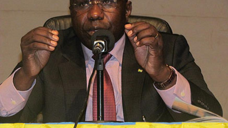 Premier Habumuremyi makes a point during the meeting. New Times/Jean Pierre Bucyensenge.