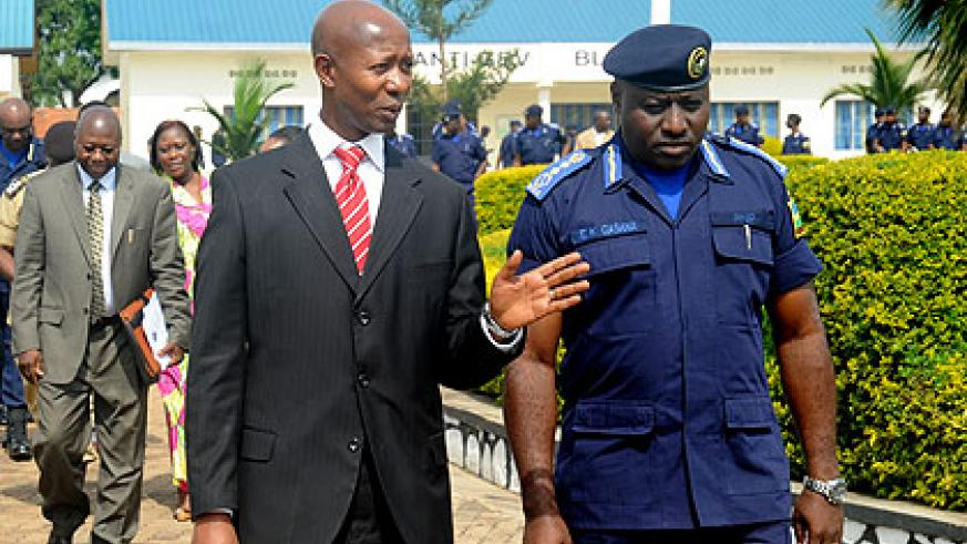 Minister Harelimana (L) with IGP Gasana at the launch of the community Policing week recently.  The New Times/  John Mbanda.