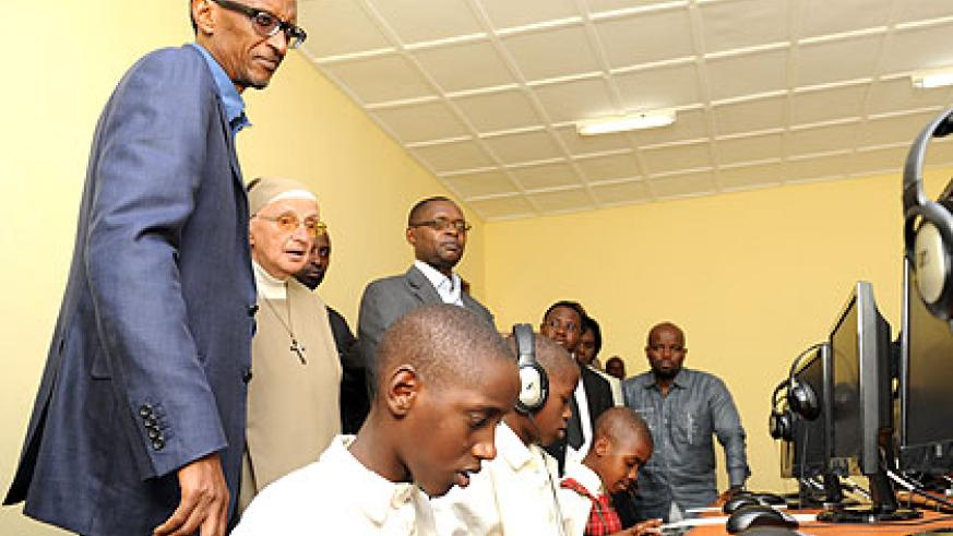 President Kagame tours a computer laboratory at the Educational Institute for the Blind during his visit to Nyaruguru District yesterday. The New Times/Village Urugwiro.