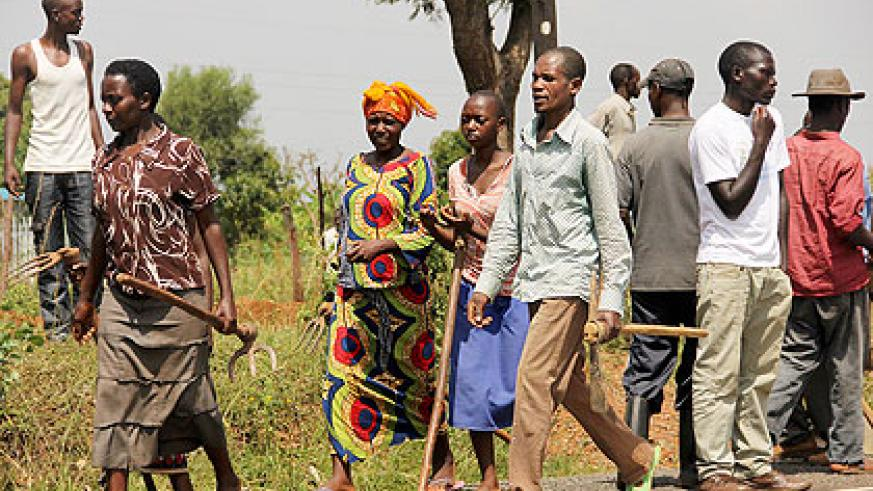Residents of Kanyinya arrive to carryout Umuganda in Nyarugenge last Saturday. The New Times / File.