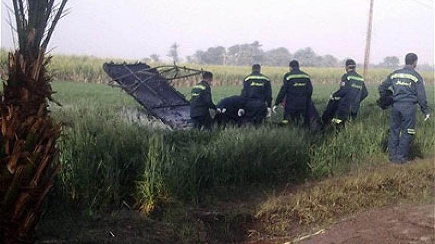Rescue workers inspect the scene of a balloon crash outside al-Dhabaa village, just west of the city of Luxor. Net photo.