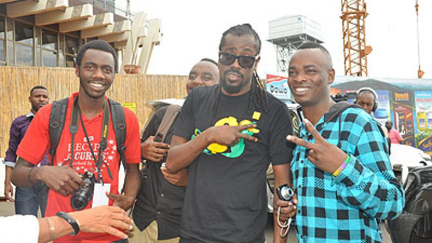 Beenie Man (C) poses for a photo with local fans. The New Times / Plaisir Muzogeye.