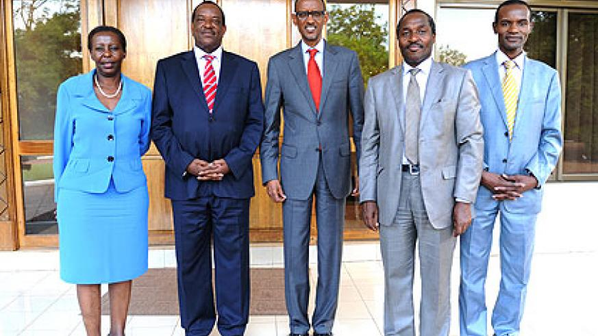 President Kagame with Nyagah (2L), Foreign Affairs Minister Louise Mushikiwabo, Chief Economist in the Kenyan Ministry of Transport, George Ndegwa (2R), and Kenyan Deputy High Commissi....