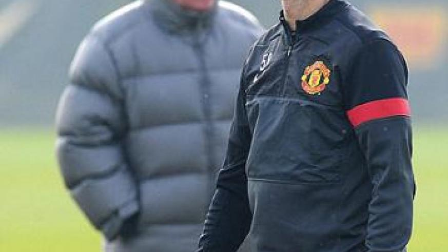 Ferguson (in background), confirmed Ryan Giggs would play his 1,000th professional match  either in the starting XI or from the bench. (Inset: Jose Mourinho.) Net photo.