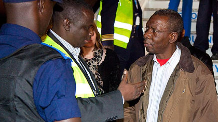 Siboyintore(L) briefs Bandora on his arrival at Kigali International Airport yesterday. The New Times /Timothy Kisambira.