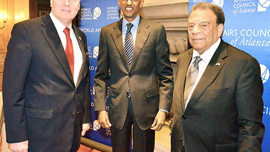 President Kagame (C) with President of World  Affairs Council, Wayne Lord (L), and ex-US envoy to the UN, Andrew Young. The New Times/ Courtesy.