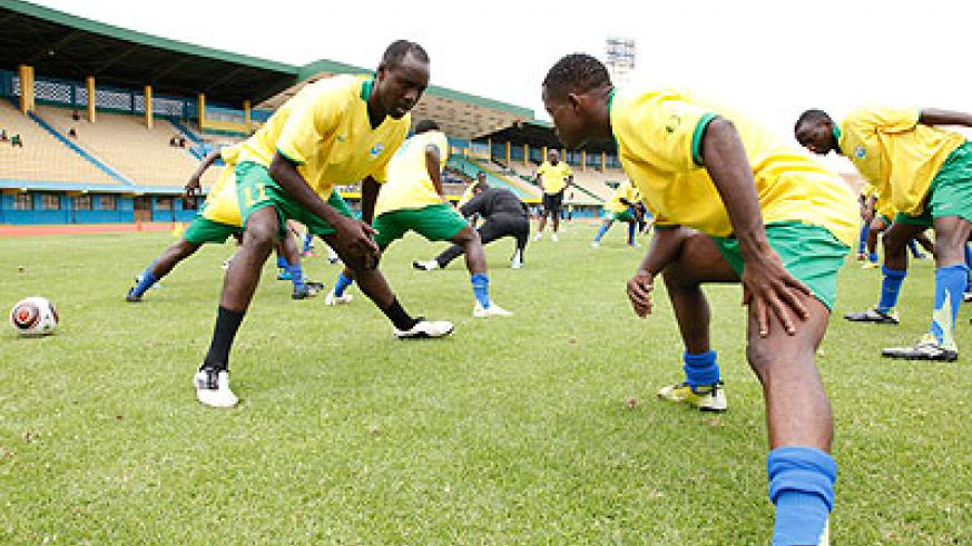 TWO TO WATCH…Amavubi skipper Olivier Karekezi (L) and his assistant Haruna Niyonzima (R), the two most experienced players on the team, during a training session. The New Times / File.