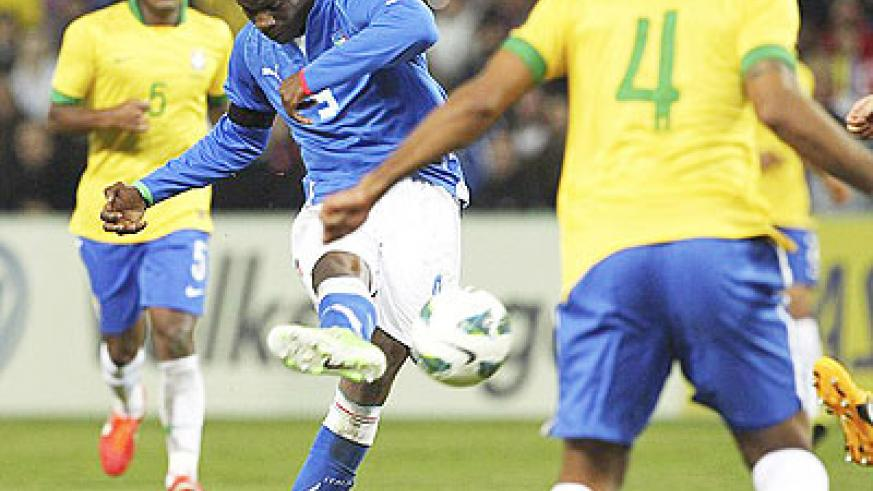 Mario Balotelli's long-range strike completed Italy's comeback as they drew 2-2 with Brazil. Net photo.