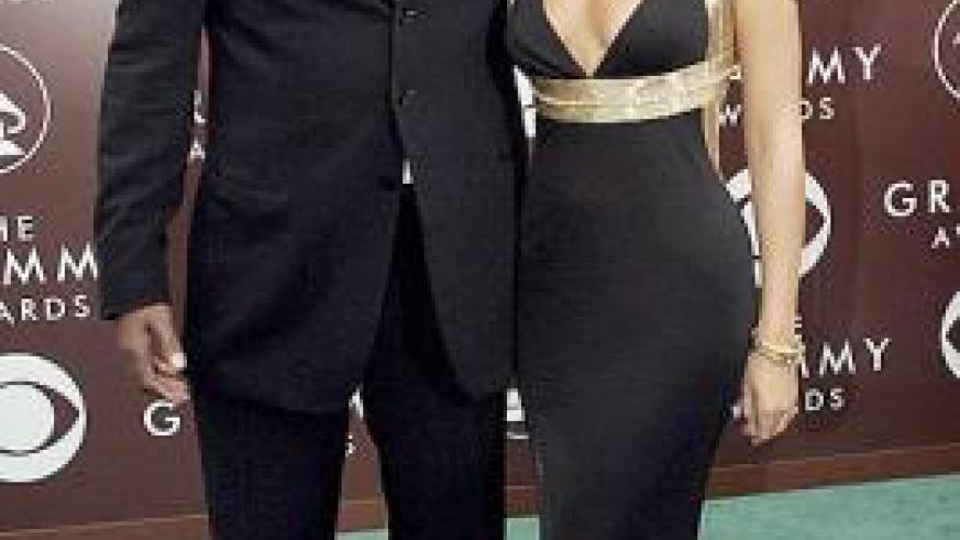 Matthew Knowles has spoken out about his struggle to step down as daughter Beyoncé's manager. Net photo.