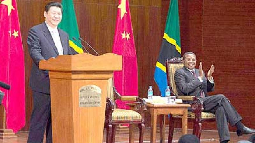 Chinese President Xi Jinping (L) delivers a speech at the Julius Nyerere International Convention Center in Dar es Salaam, Tanzania. Net photo.