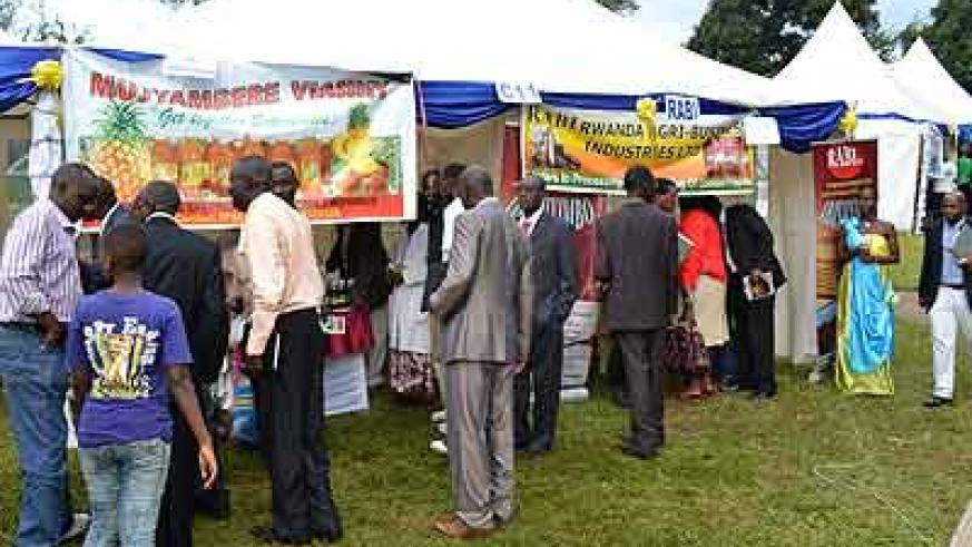 Some of the showgoers admiring Rwandan products. The New Times / Courtsey