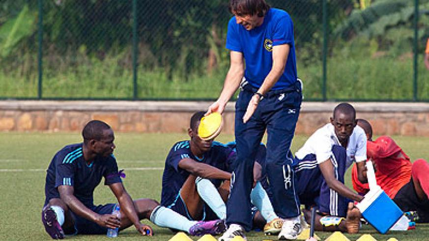 Goran Kopunovic talking to his players at half time during a league match against Amagaju in the first round at Kicukiro ground. The New Times / T. Kisambira.