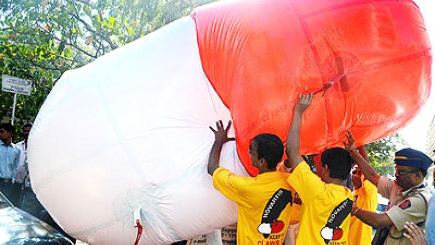 Protesters demonstrate with a dummy capsule outside the Supreme Court premises in New Delhi, India.  Net photo.