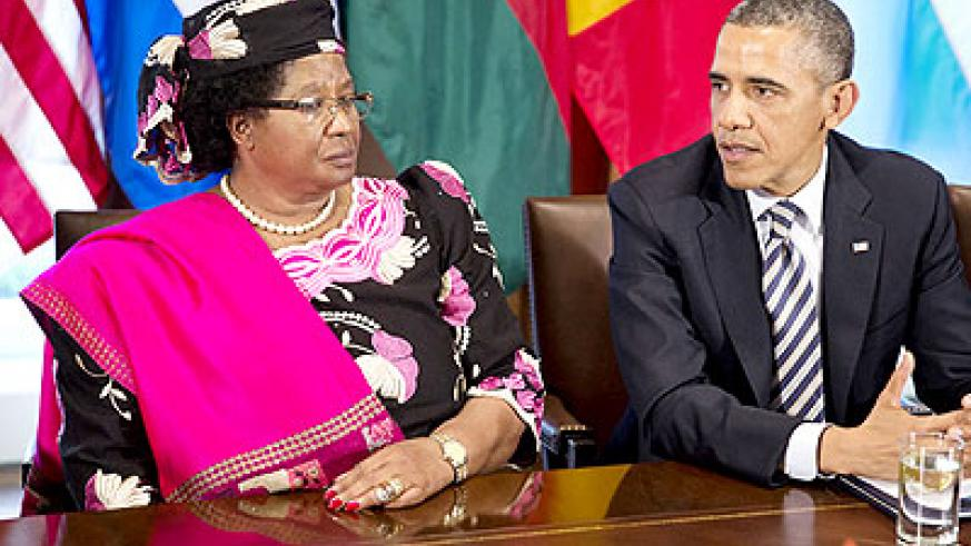 President Banda (L) at the White House last month on the invitation of US President Barrack Obama.   Net photo.