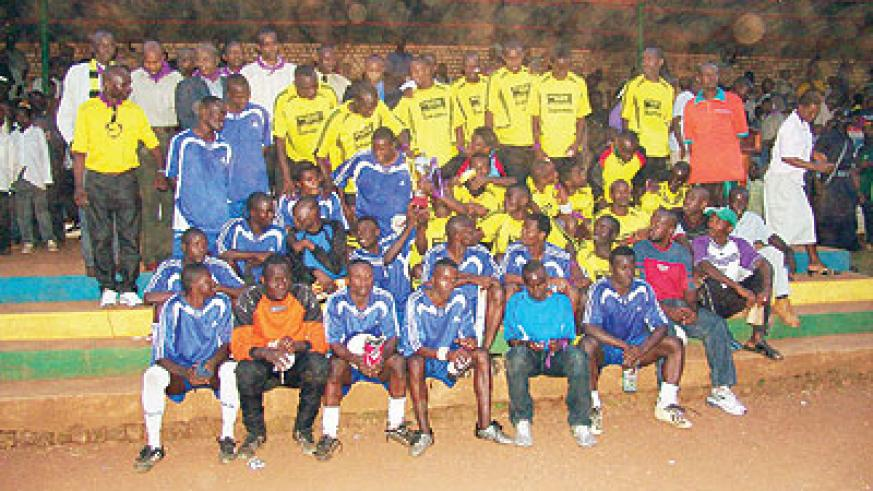 IN THE PAST: Mukura and Rayon Sport players in a group photo after the final of the Genocide memorial tourney in 2005, which the former won. The New Times/File.