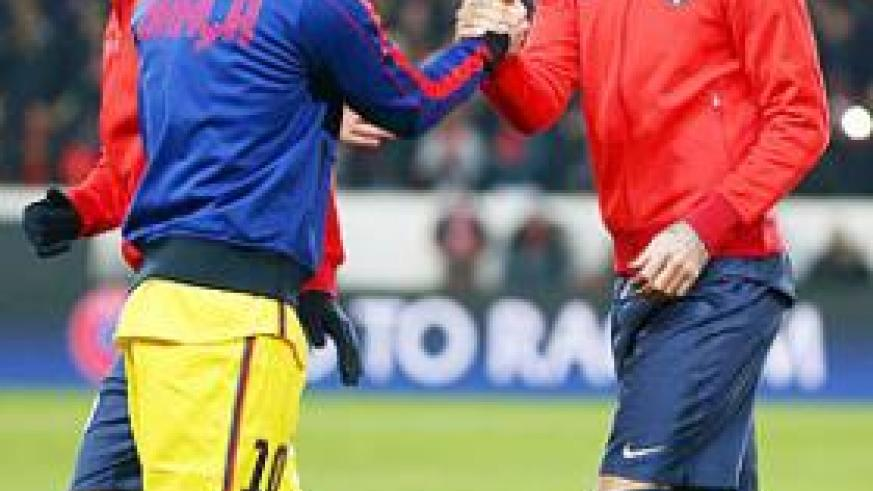 Messi (left) is recovering from a hamstring strain picked up in Paris last week, when he scored in the 2-2 first-leg draw. Net photo.