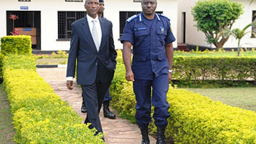 Rwanda's Inspector General of Police Emmanuel Gasana (R), with his Ugandan counterpart  Kale Kayihura during the latter's past visit to Kigali. The New Times/File.