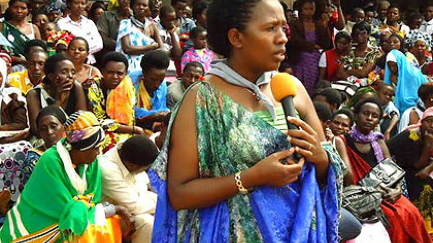 Uwamaliya addresses mourners in Mukarange during the burial ceremony yesterday. The New Times/ Stephen Rwembeho.