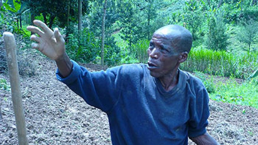 Sibomana explains how land consolidation is practiced in Kinyababa sector. The New Times/Jean Mbonyinshuti.