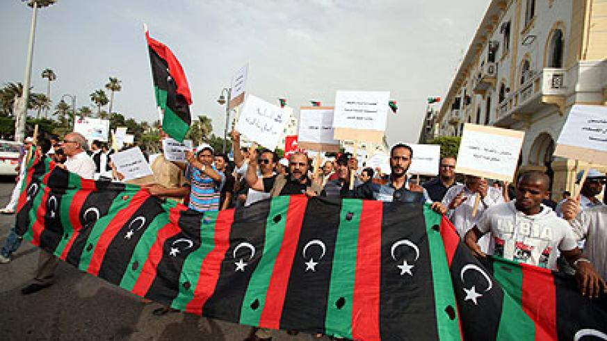 Protesters have called for the government to step down despite a law to purge Gaddafi-era officials from posts.  Net photo.