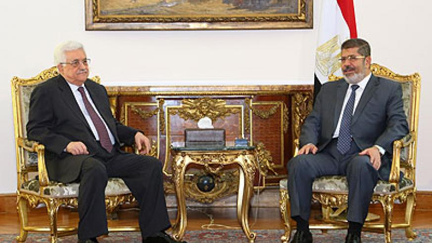 Egypt's President Mohamed Morsi (R) meeting with Palestinian President Mahmoud Abbas at the presidential palace in Cairo, Egypt, on May 16, 2013. Xinhua.