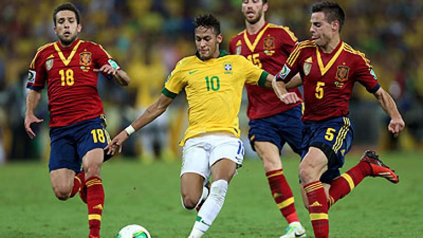Brazil forward Neymar (C) won the Golden Ball award as the best player of the Confederations Cup. Net photo
