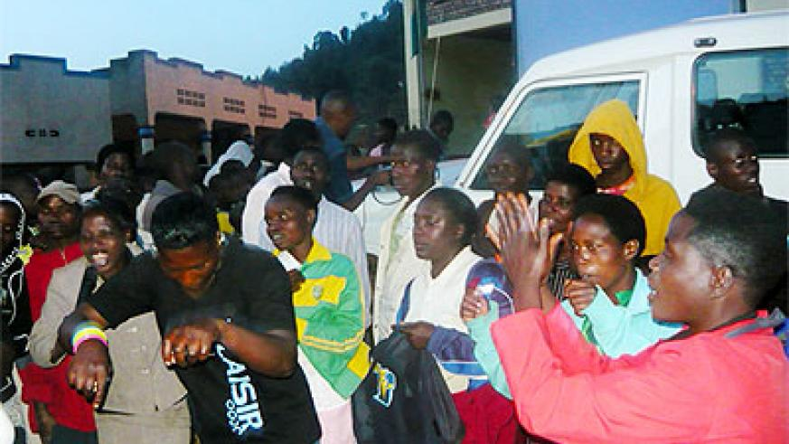 Residents of Nyarutarama Cell, Gicumbi Sector, watch HIV/Aids film during an evening of the Mobile Van Unit show by SFH. Courtesy.