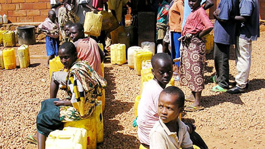 City suburb dwellers queue for water during a past shortage. Officials have blamed current shortage on dry spell and human behaviour. The New Times/File