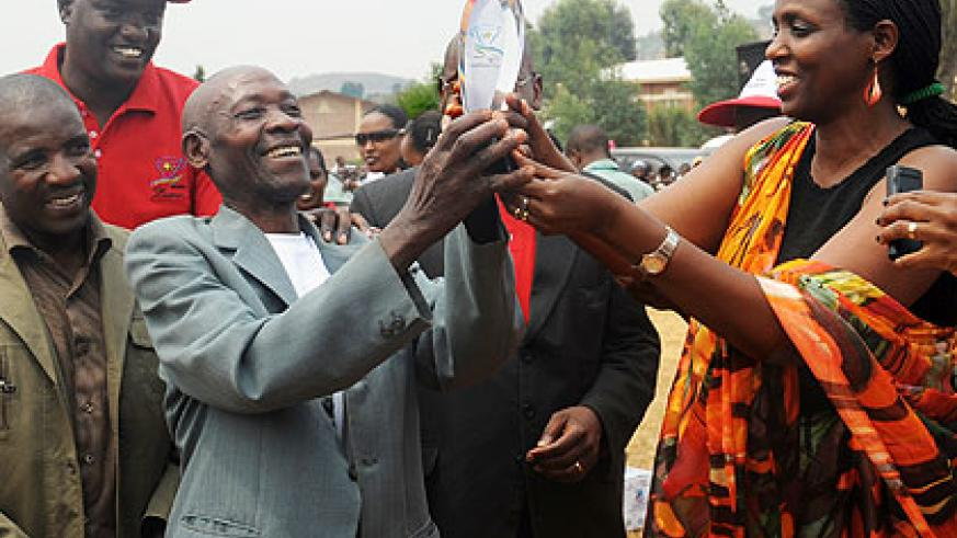 Minister Kalibata (R) awards members of CAFERWA Shangi who emerged overall winners of this year's coffee Cup of Excellency yesterday.  Saturday Times/John Mbanda