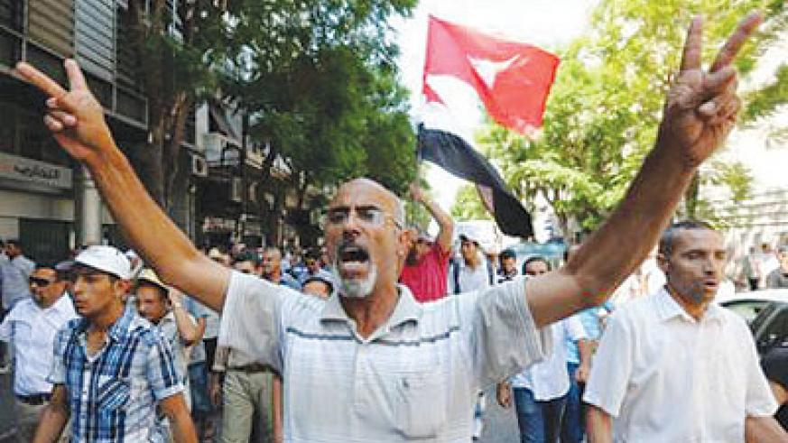 Tunisian supporters of the Islamist Ennahda party and others following Friday noon prayers in Habib Bourguiba avenue in the capital Tunis. Net photo.