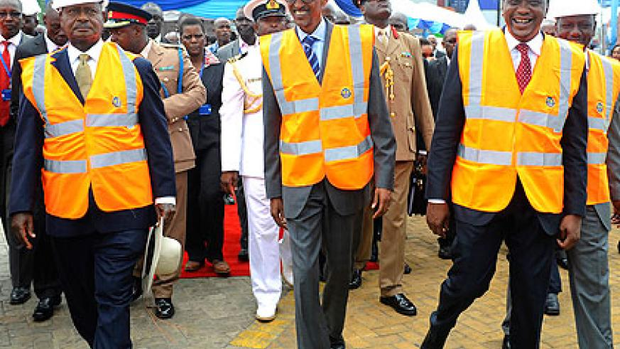 Presidents Museveni, Kagame and Kenyatta during the commissioning of Berth 19 at Mombasa Port yesterday. The New Times/Village Urugwiro
