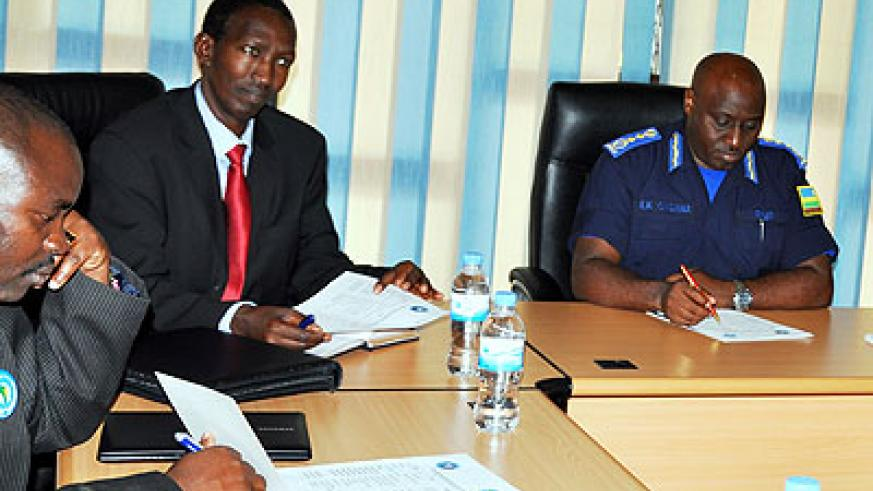 Maj. Gen Ndayirukiye  (C) and the IGP Gasana during a meeting at the police headquarters in Kacyiru yesterday. The New Times/Courtsey.