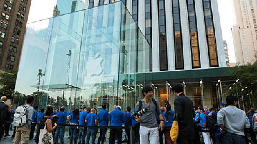 Long queues  >> Hundreds of people waited in line at Apple's Fifth Avenue store in Manhattan, but not even the first person in line -- who waited 15 days -- could get the 64GB go....