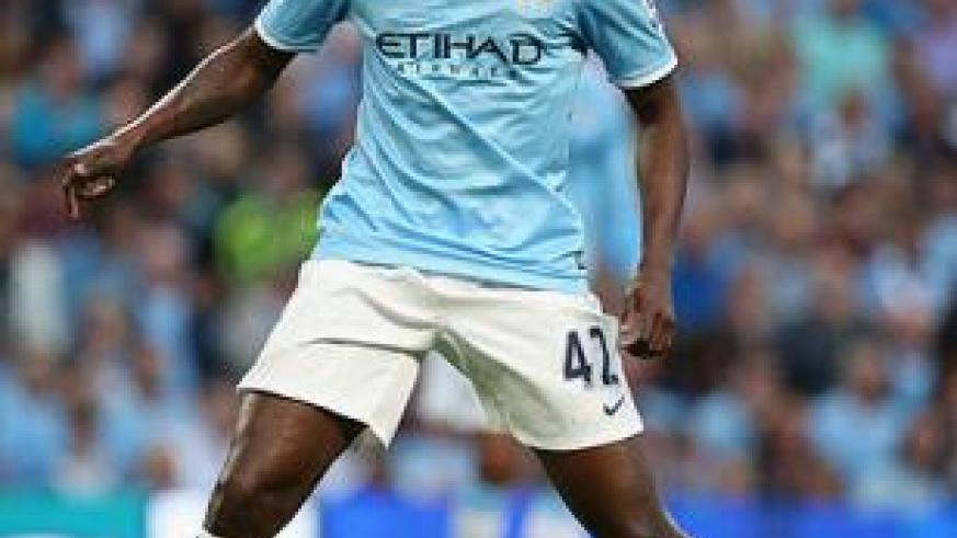 The Manchester derby will be dominated by the midfield battle between City's Yaya Toure and United's summer signing  Fellaini (R).  Net photo