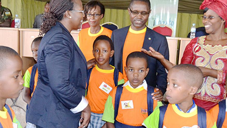 Mathias Harebamungu (C), the State minister for primary and secondary education, interacts with head teachers, Imbuto officials and pupils at the Rwanda Tourism College, Gisenyi campus yesterday. The New Times/Jean d'Amour Mbonyinshuti