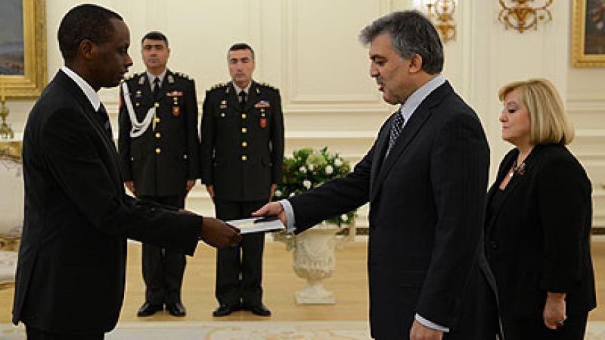 Kayizari presents his Letters of Credence to Turkish President Gül yesterday.  The New Times/Courtsey.