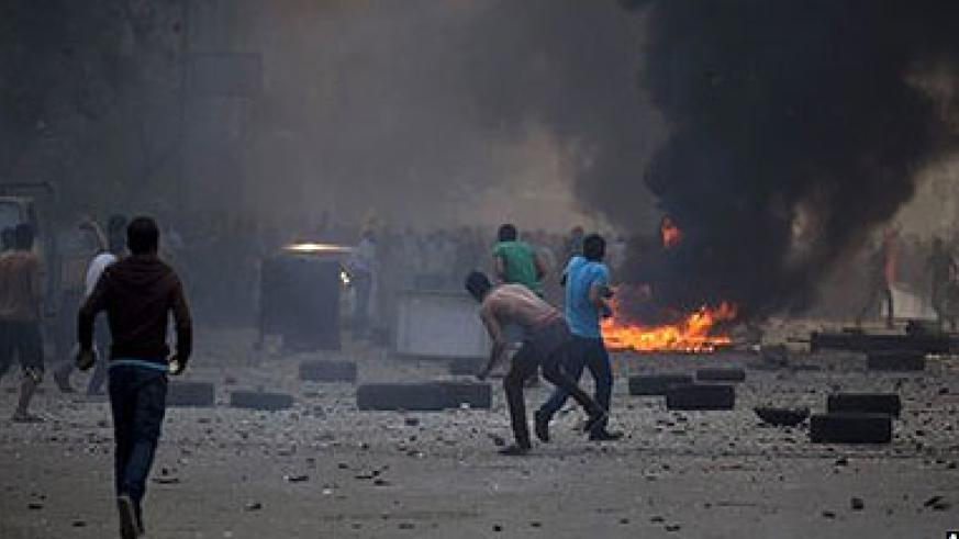 The rival protests in Cairo turned into running street battles. Net photo.