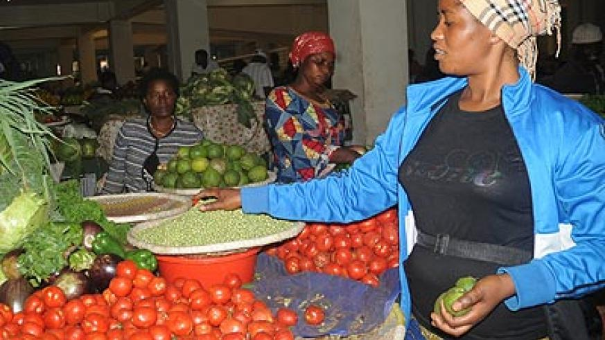 Tomato prices have highly reduced in the Eastern Province, but beans lovers are not as lucky as a kilogramme now costs Rwf800 in most markets in the region. The New Times / File